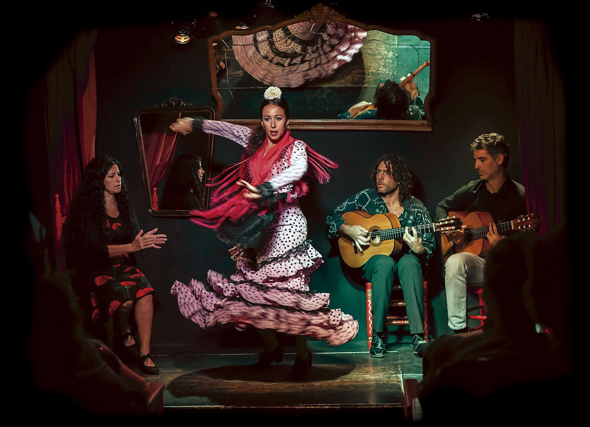 Flamenco en triana flamenco en sevilla espect culo flamenco for Espectaculos en sevilla hoy