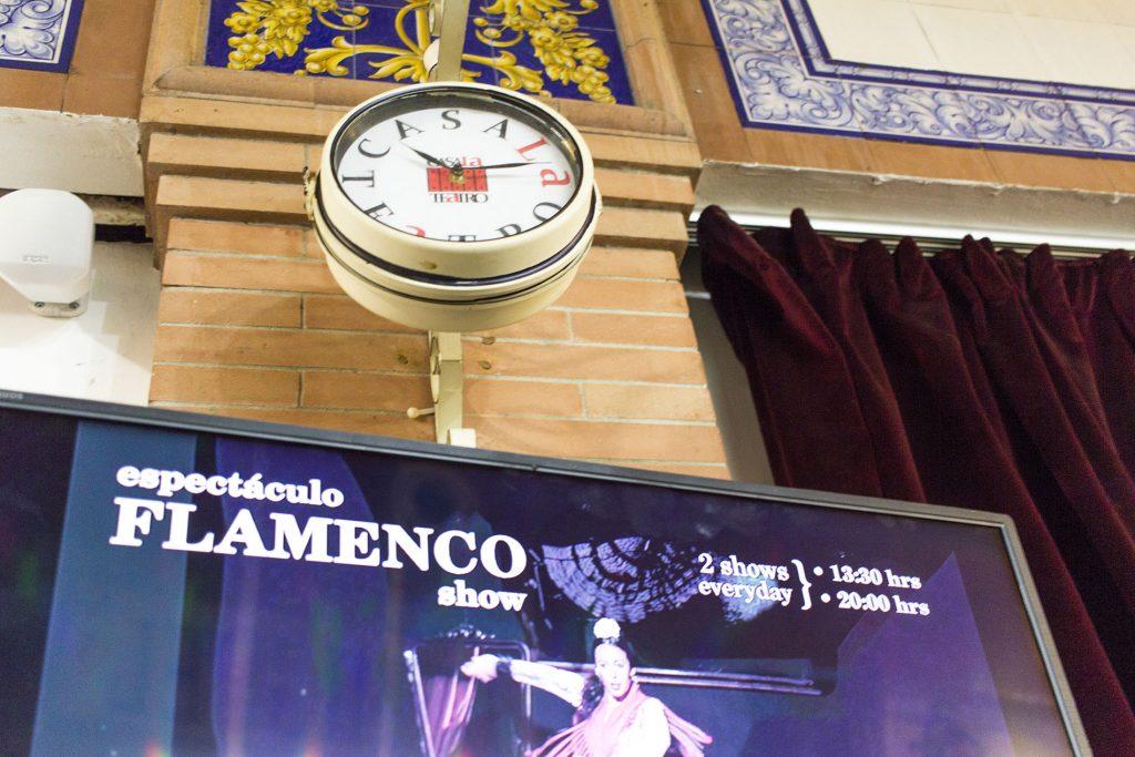 CasaLa Teatro, reloj de entrada del teatro